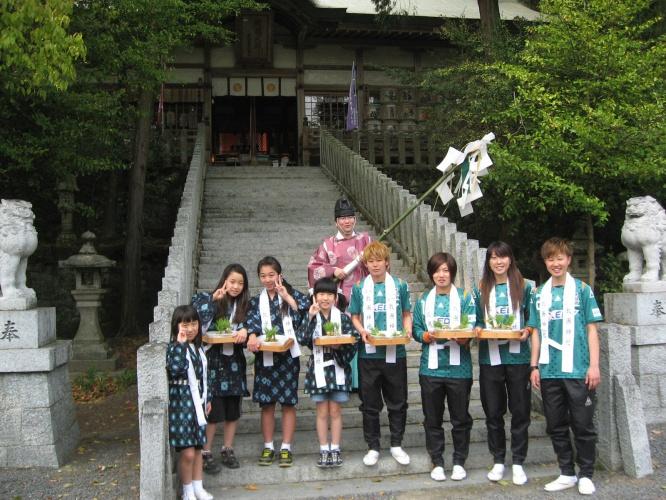 伊賀FCくノ一 敢国神社のお田植祭に参加